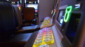 Esitelty kuva 5 parasta nettikasinoa kolikkopelien pelaamiseen 300x166 - Esitelty-kuva-5-parasta-nettikasinoa-kolikkopelien-pelaamiseen